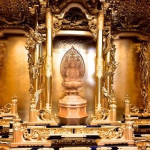 You can experience the repairing Buddhist altar part!