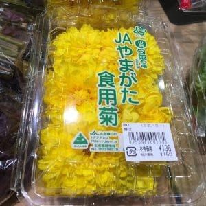 Chrysanthemums look good enough to eat! It's not just for decoration, you can eat it.