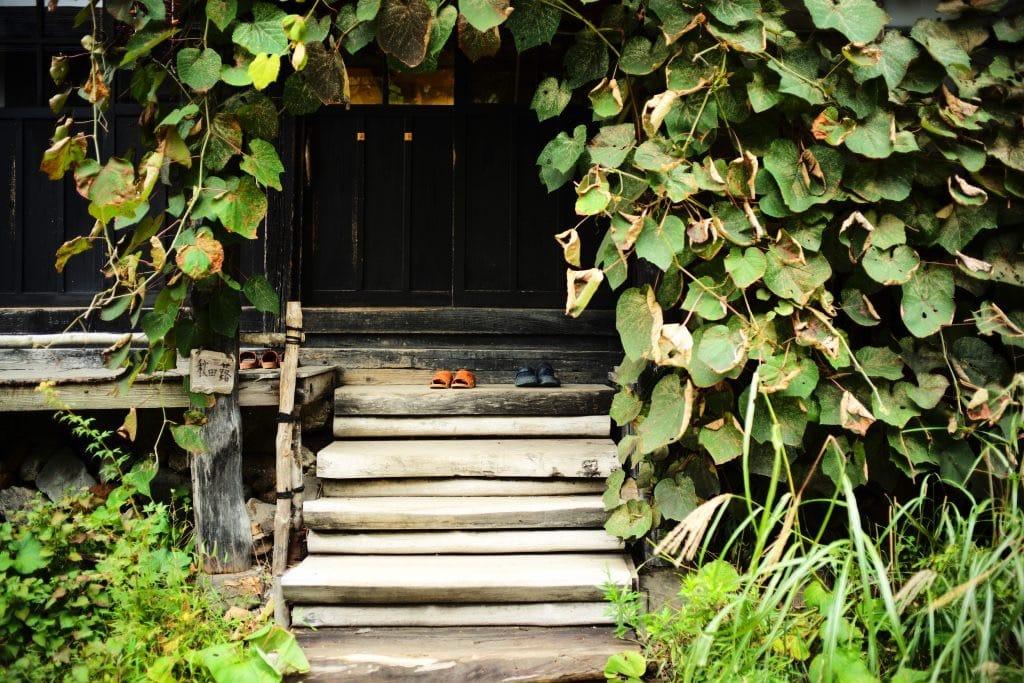 Steps to room Tsurunoyu