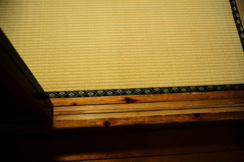 Tatami and Shikii threshold