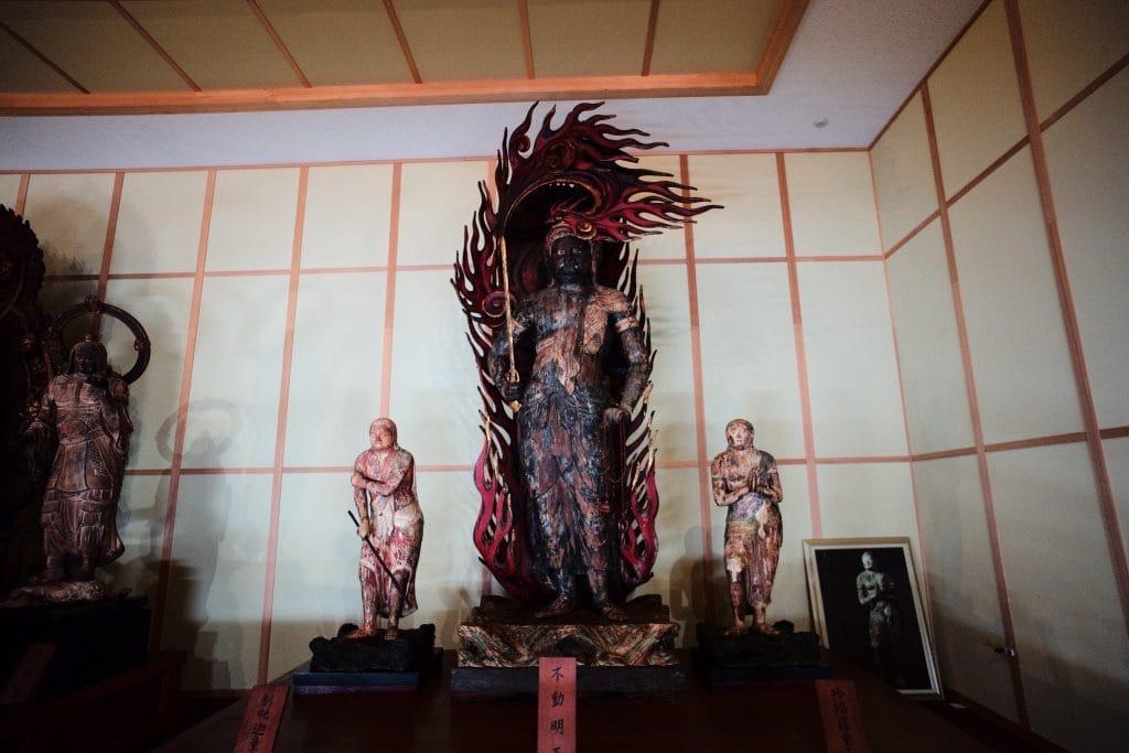 Maki Odo enshrines nine important Buddha statues.